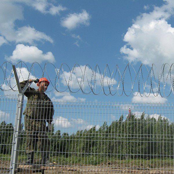Установка забора из секций высотой до 2,4 м (бетонирование столбов) с Y наконечником и СББ