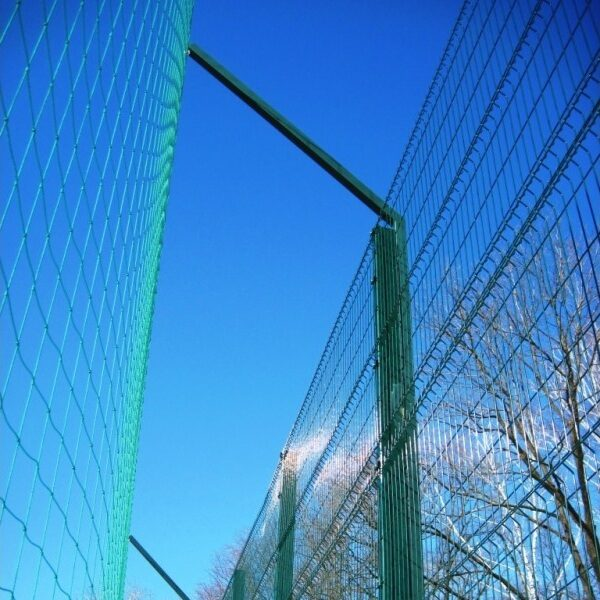 Строительство секционного ограждения высотой от 2,4 м до 4 м с бетонированием столбов и наконечником