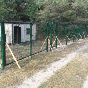 Установка забора из секций высотой от 2,4 м до 4 м с точечным бетонированием