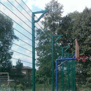 Установка забора из секций высотой от 4 м до 6 м (точечное бетонирование) с наконечником и сеткой