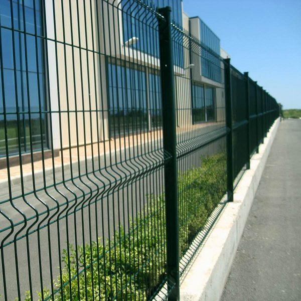 Установка забора из секций высотой от 2,4 м до 4 м на готовое бетонное основание