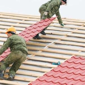 Монтаж металлочерепицы – сложная крыша (металл и планки)