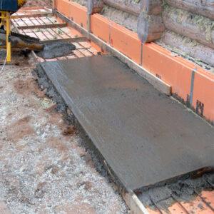 Строительство монолитной отмостки с армировкой шириной от 1 м