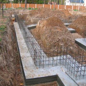 Монтаж монолитного ленточного фундамента с подошвой